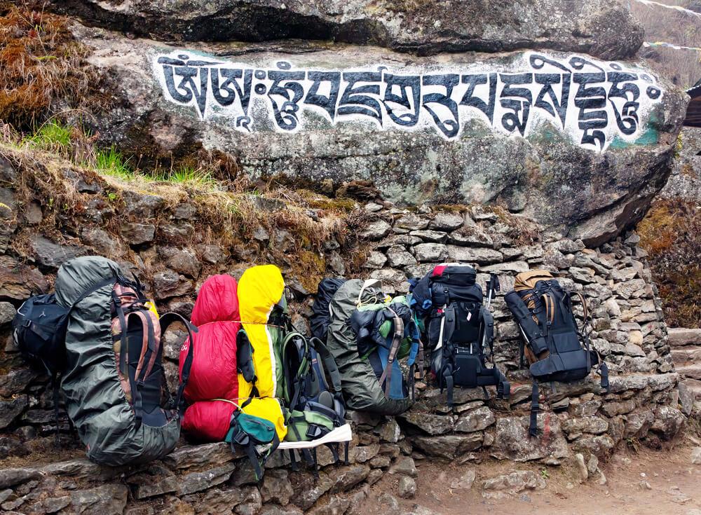 mochilas usadas em trekking no nepal
