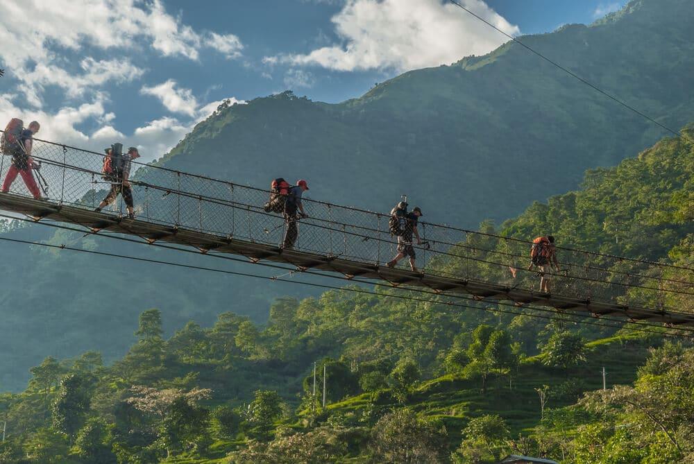 ponte a meio do trekking no nepal