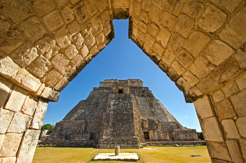 piramide mago uxmal riviera maya