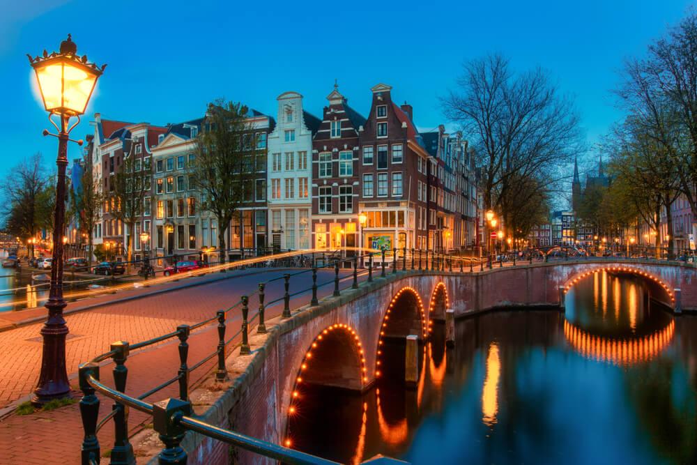 canal tipico holandes