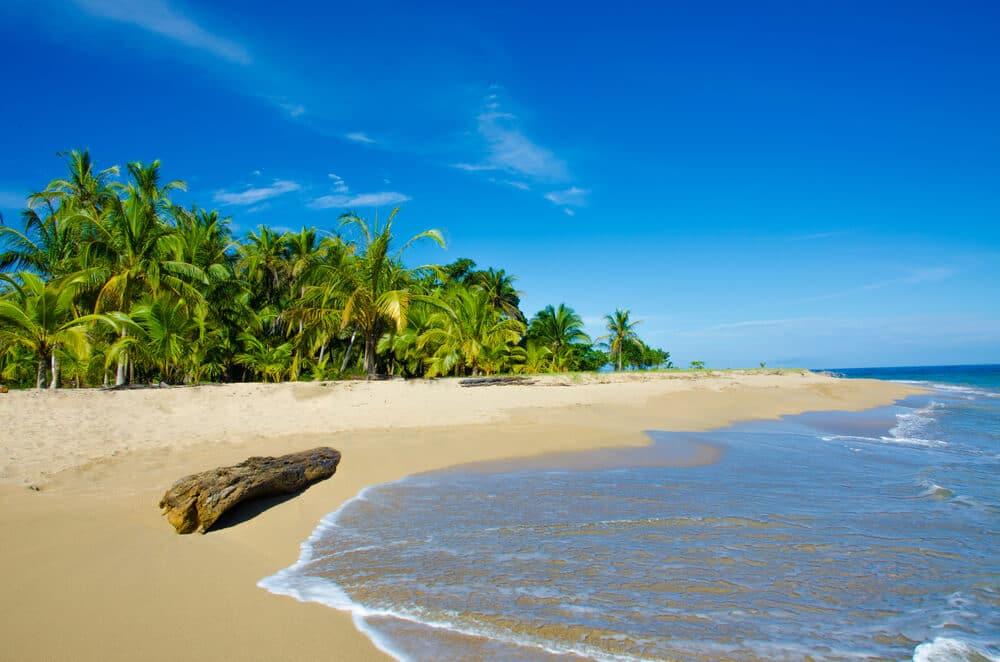 praia tipica de madagascar