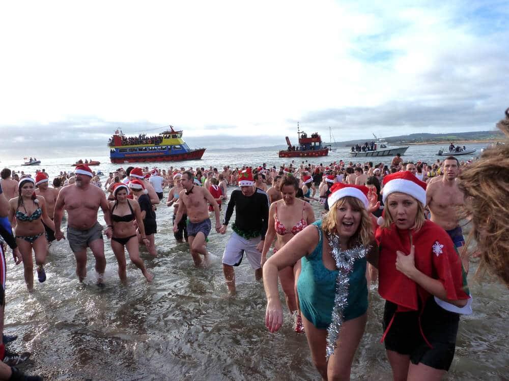 banho de mar no natal na inglaterra