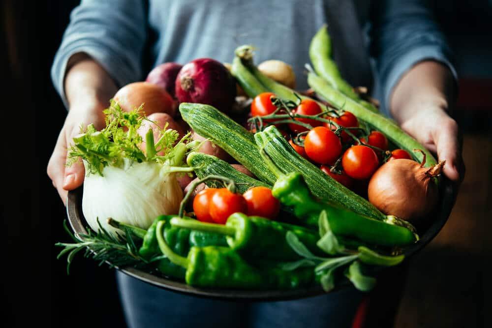 risco febre tifoide na comida crua