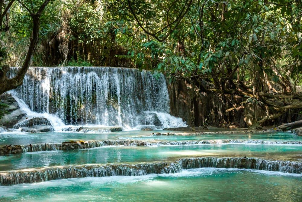 cascata de kuang si no laos
