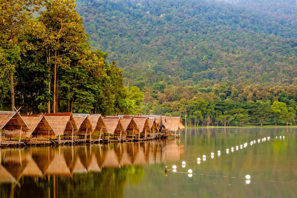 casas no lago huay tung tao