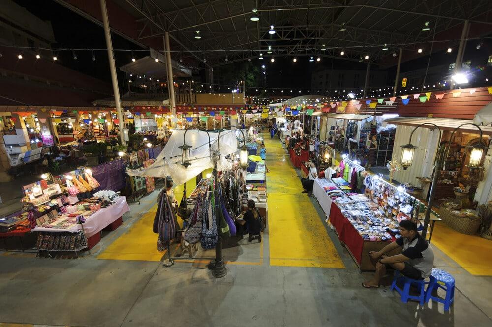 tendas do bazar noturno de chiang mai