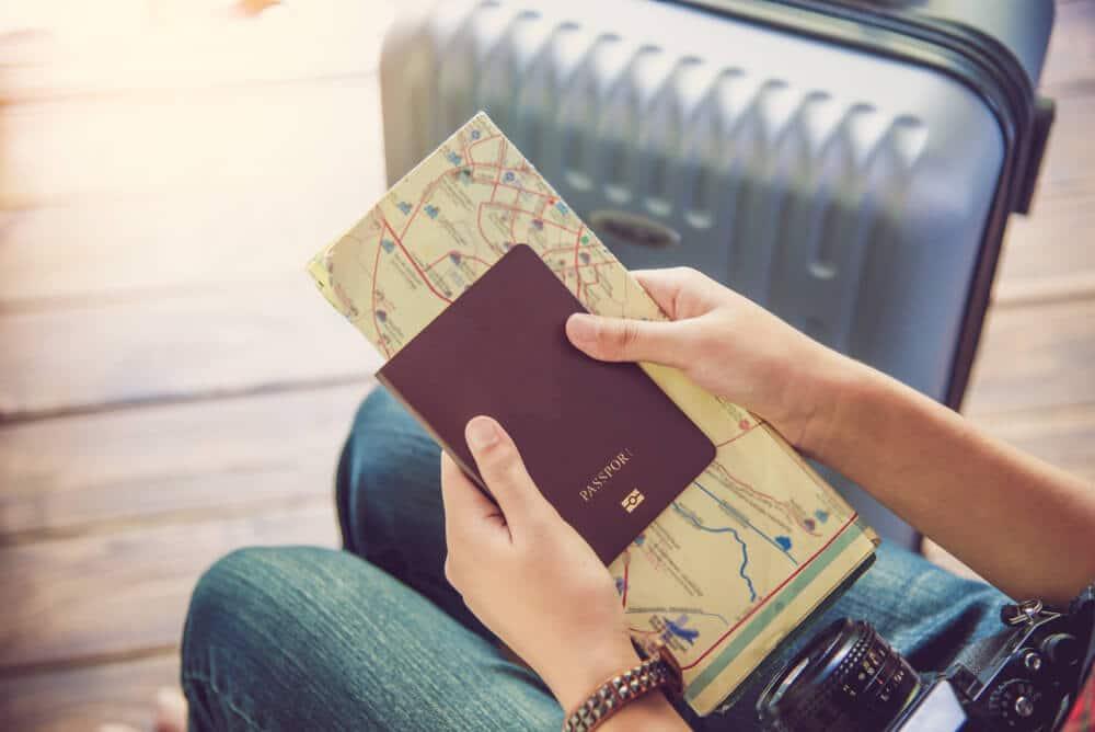passaporte e cartao de embarque