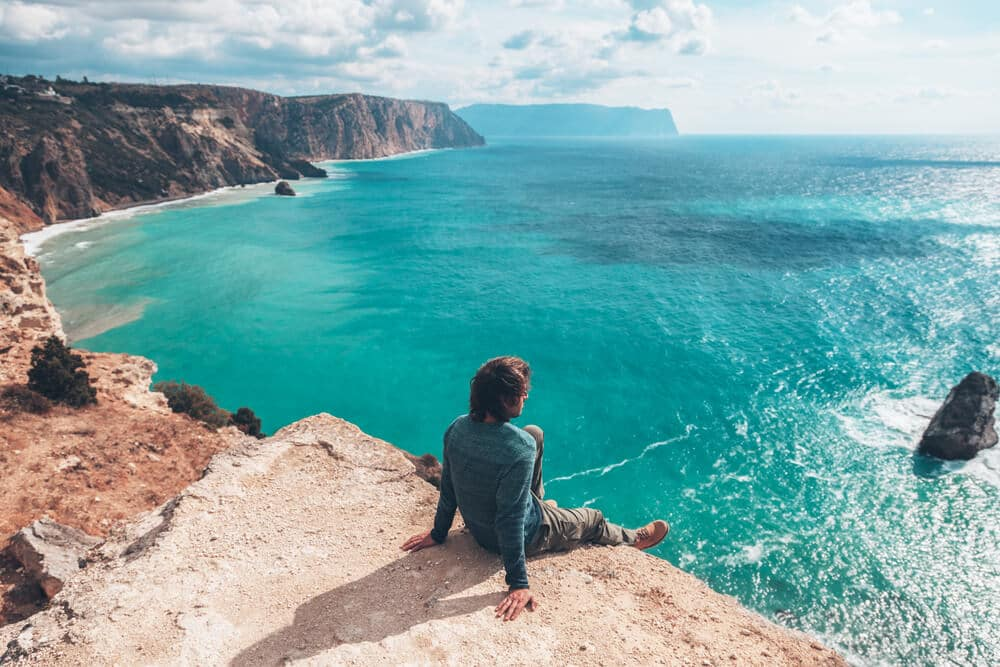 porque viajar a solo pelo mundo
