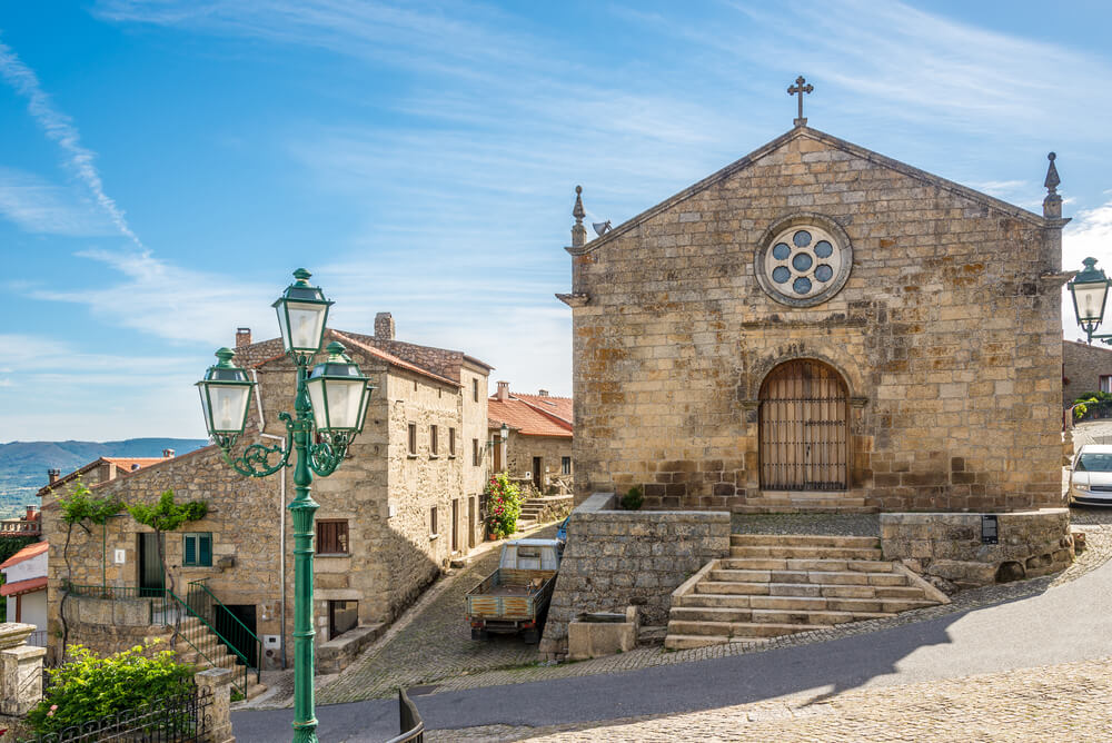 fachada da igreja matriz de monsanto