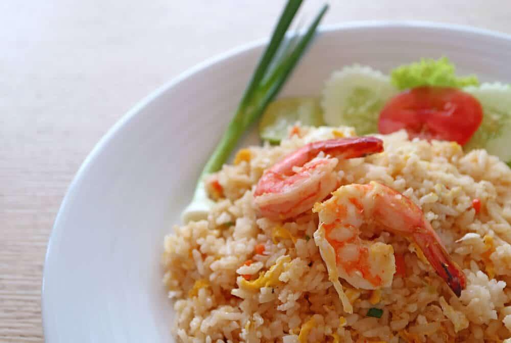 comida tailandesa khao pad goong