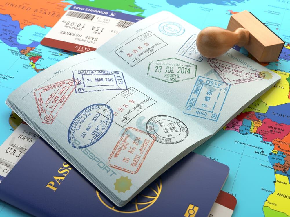 passaporte com varios carimbos