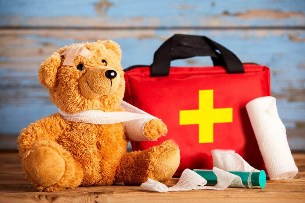 kit de primeiros socorros com urso