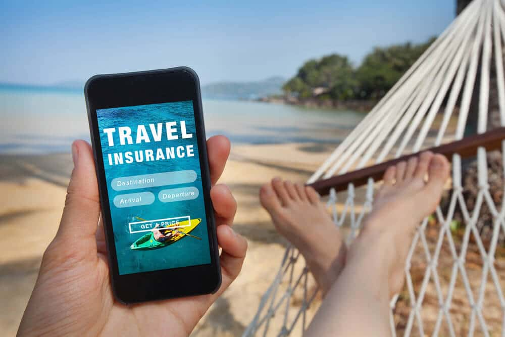 pagina de seguros de viagens num telemovel