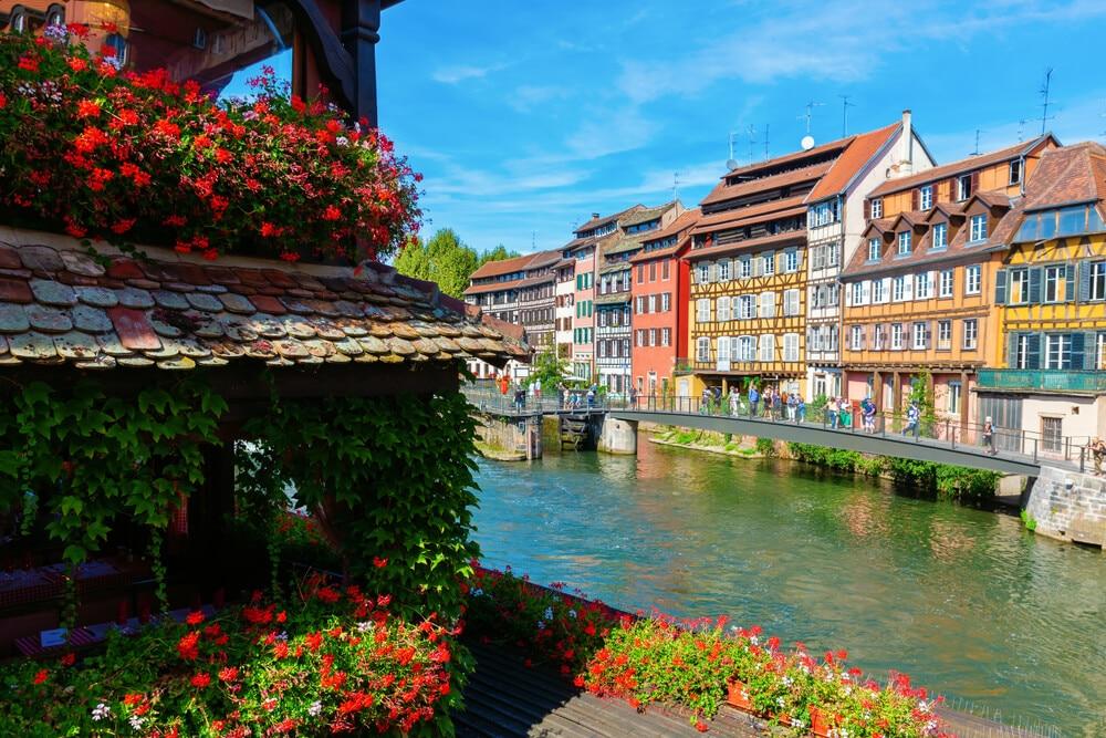canais do bairro petite france em estrasburgo