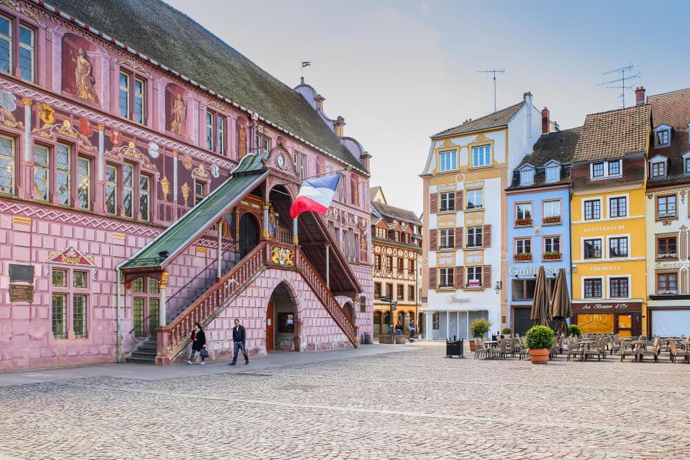 panoramica da praça central de mulhouse