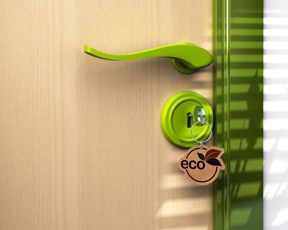 fechadura verde de um hotel ecologico