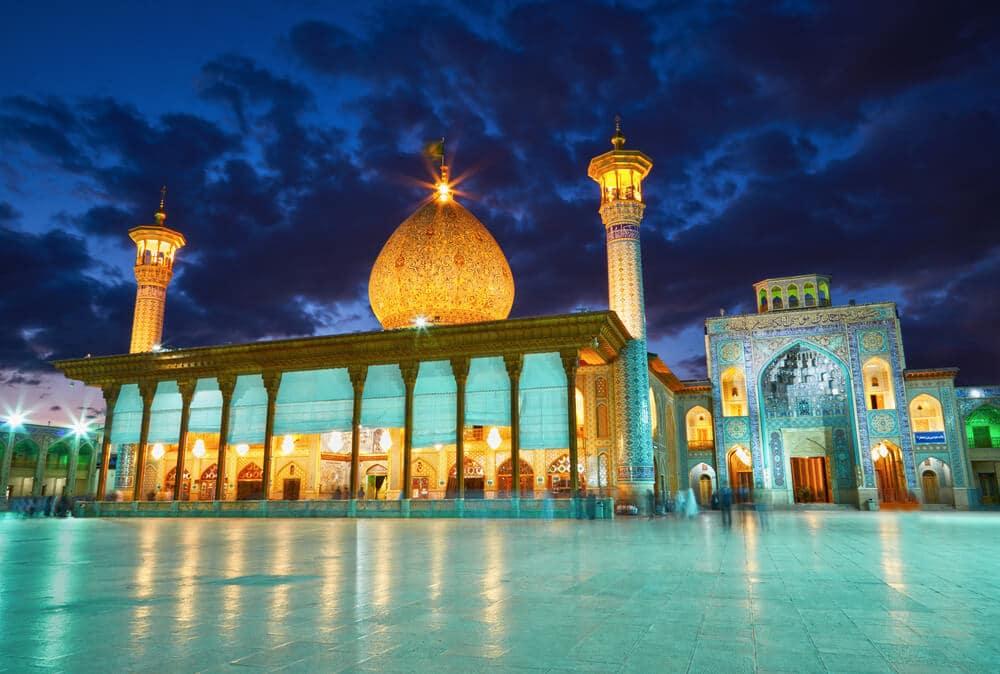 mesquita shah cheragh à noite
