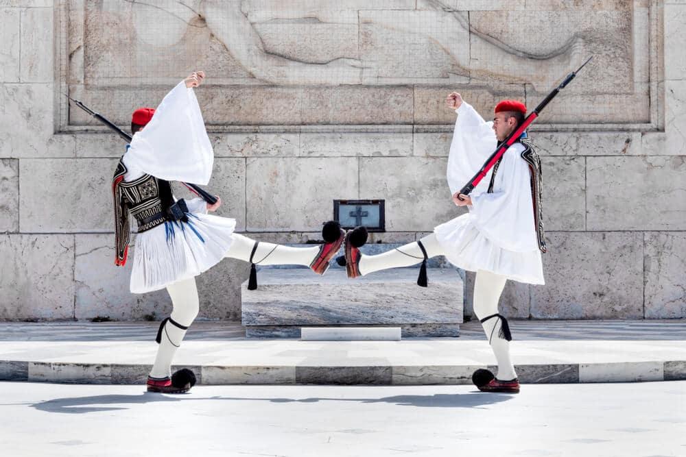 dois guardas durante o render da guarda