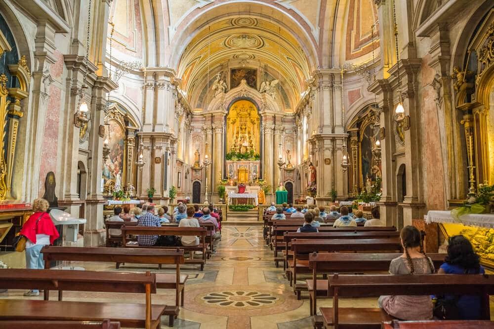 interior da igreja de santo antonio em lisboa