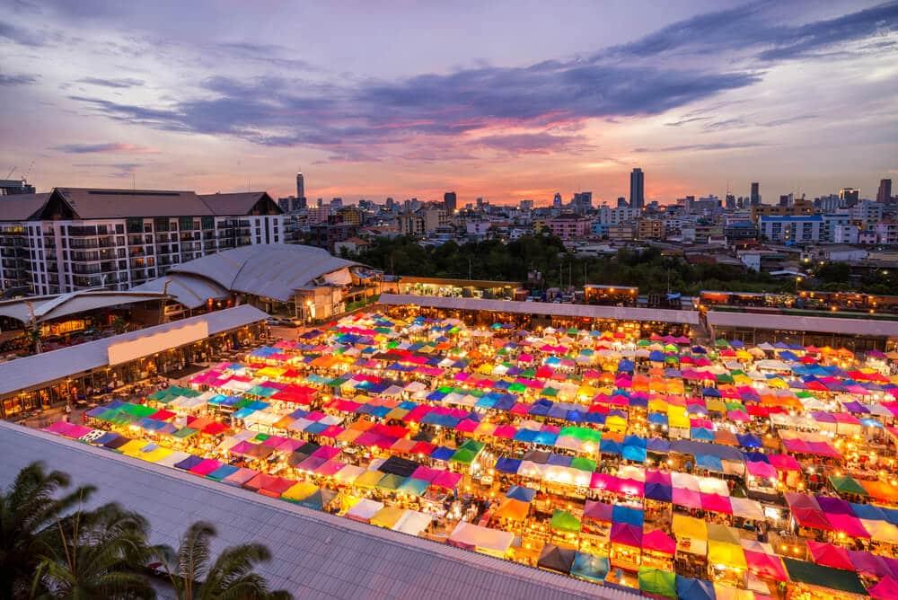 vista aerea do mercado chatuchak ao anoitecer