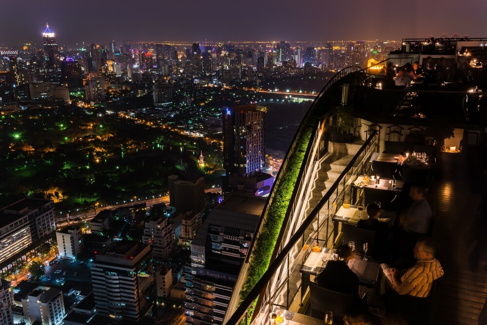 vistas sobre banguecoque à noites desde o rooftop