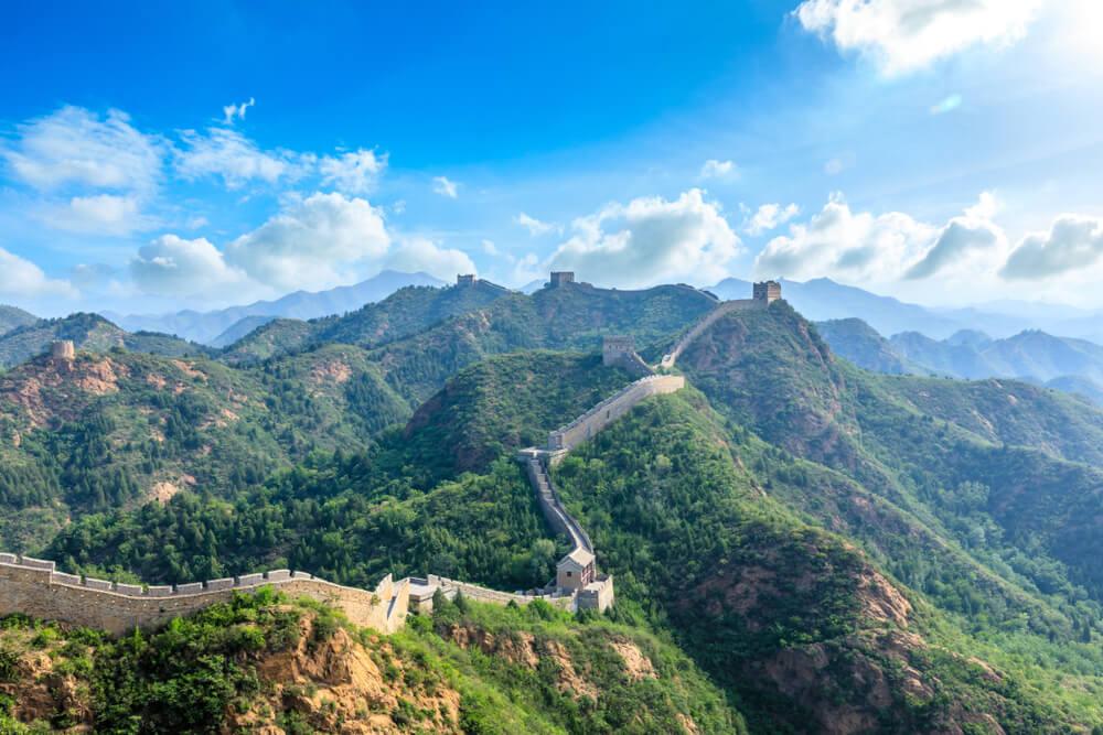 grande muralha chinesa a serpentear pelas montanhas
