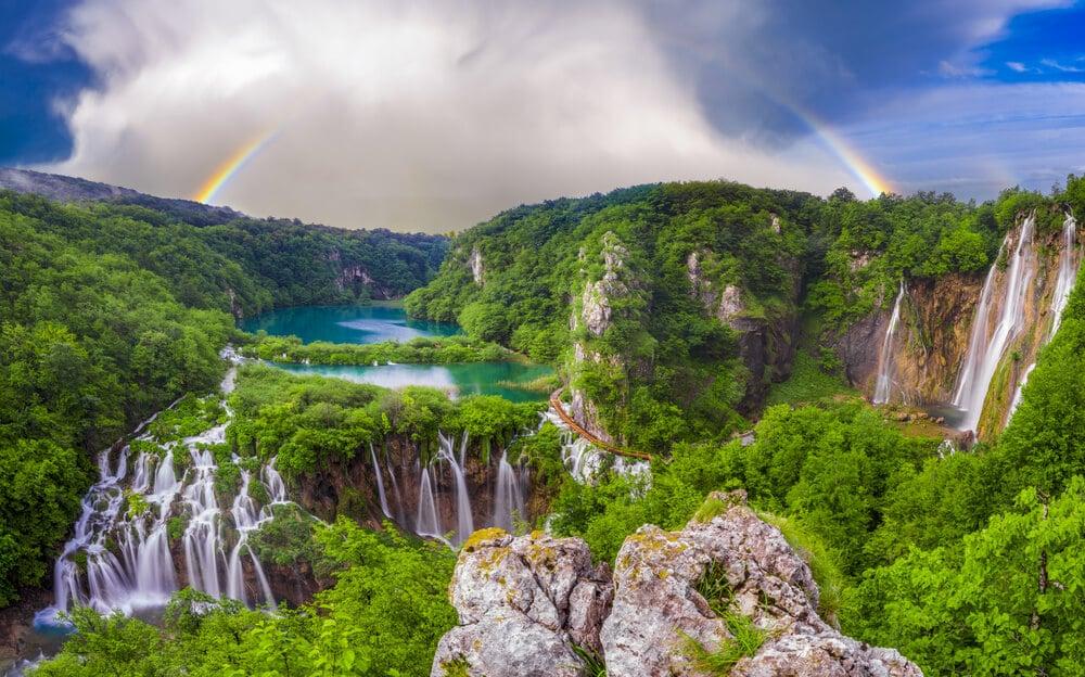 vista panoramicas das cascatas e lagos de plitvice