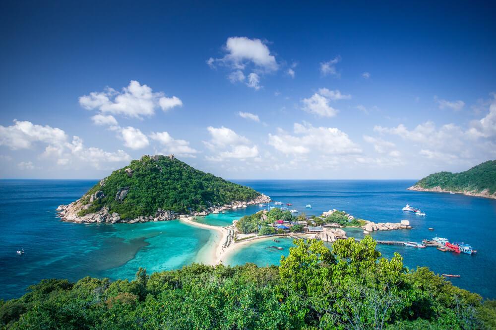 vista aérea das três ilhas que formam parte de koh nang yuan