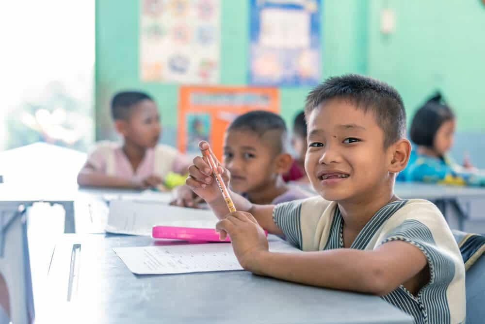 crianças asiaticas na escola