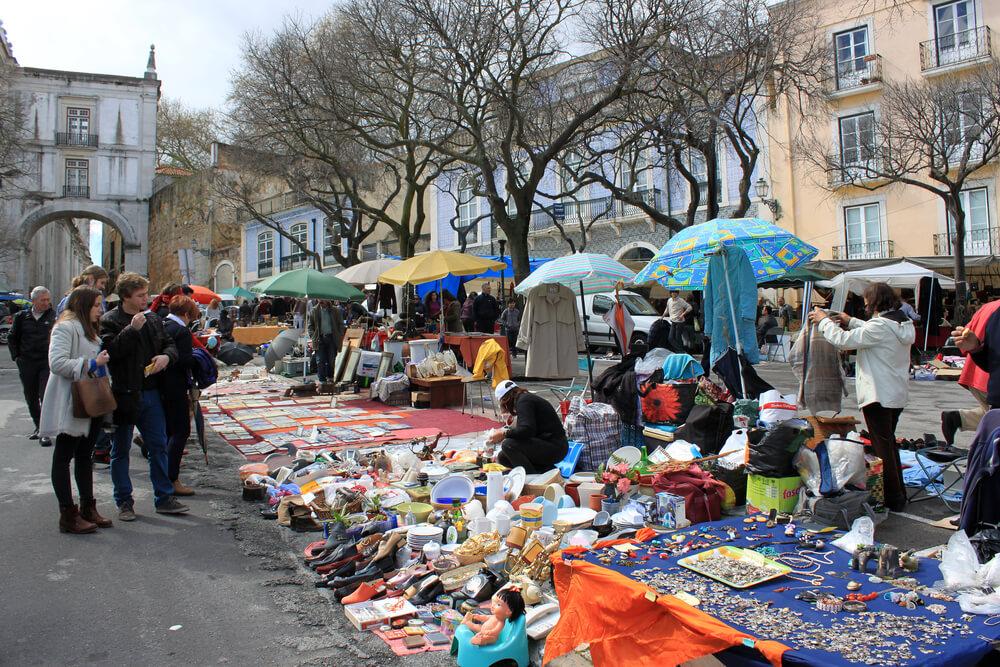 vendedores na feira da ladra