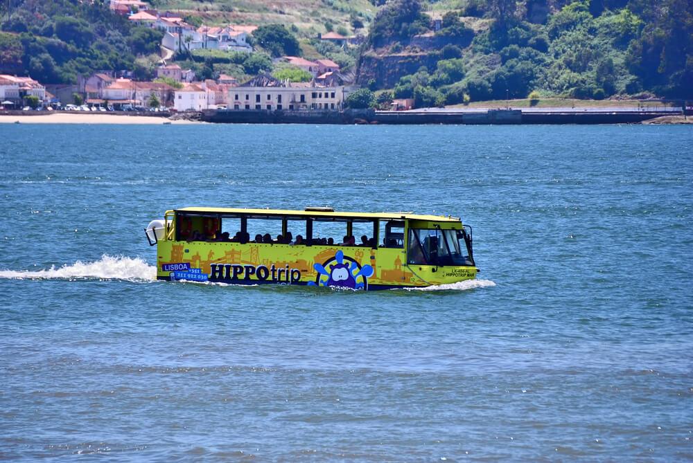 transporte anfibio no rio tejo em lisboa