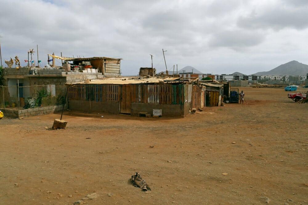 barracões precários em terra boa