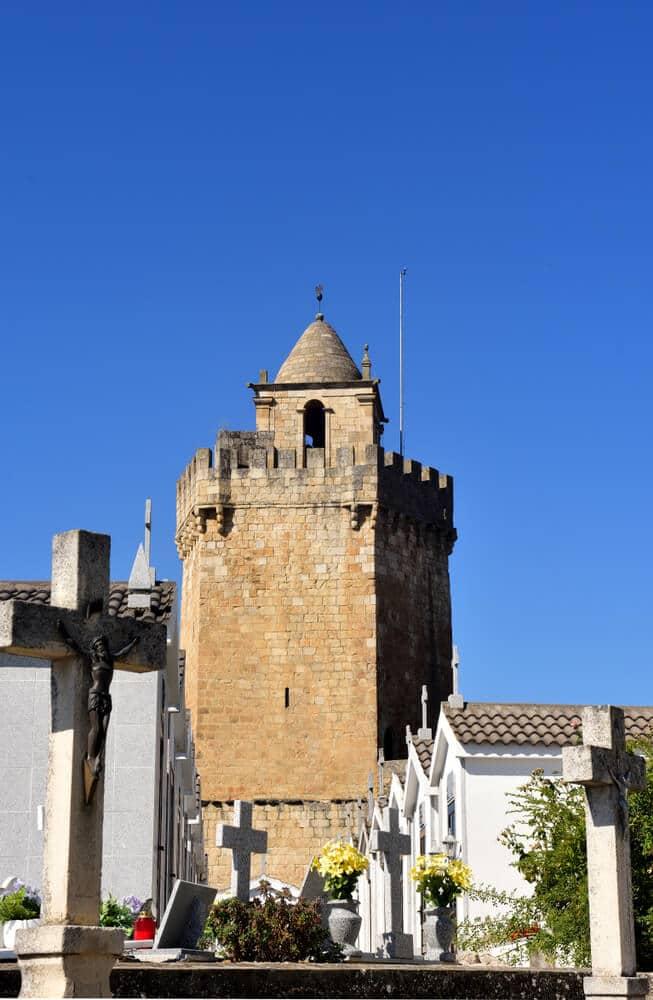vista da torre do castelo desde o atual cemitério