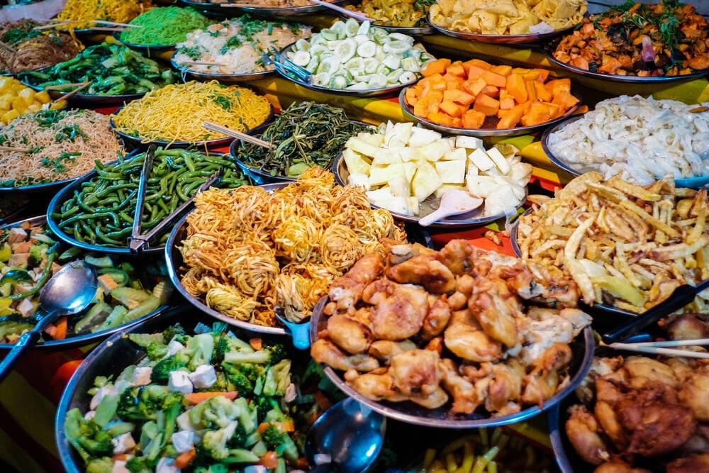 pratos de comida tipica de rua do laos