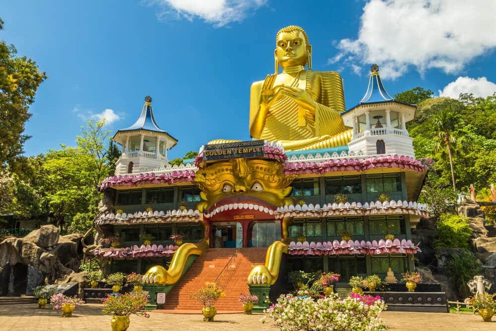 vista panoramica do templo dourado de dambulla