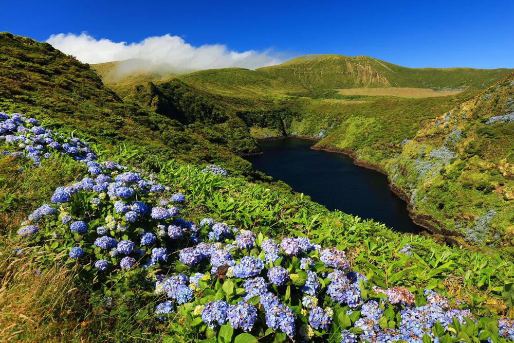 lagoa comprida na ilha das flores