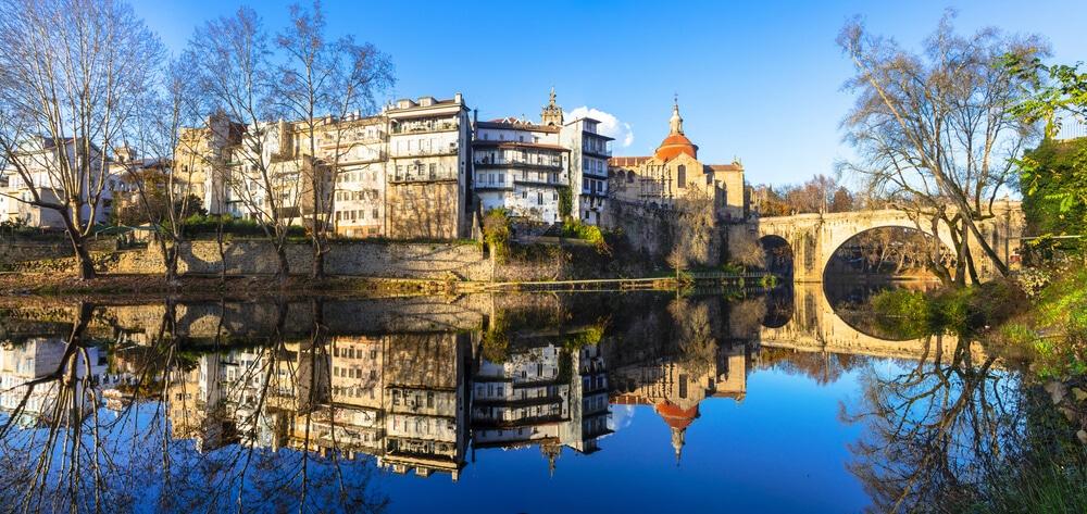 panoramica da cidade de amarante com o rio tamega