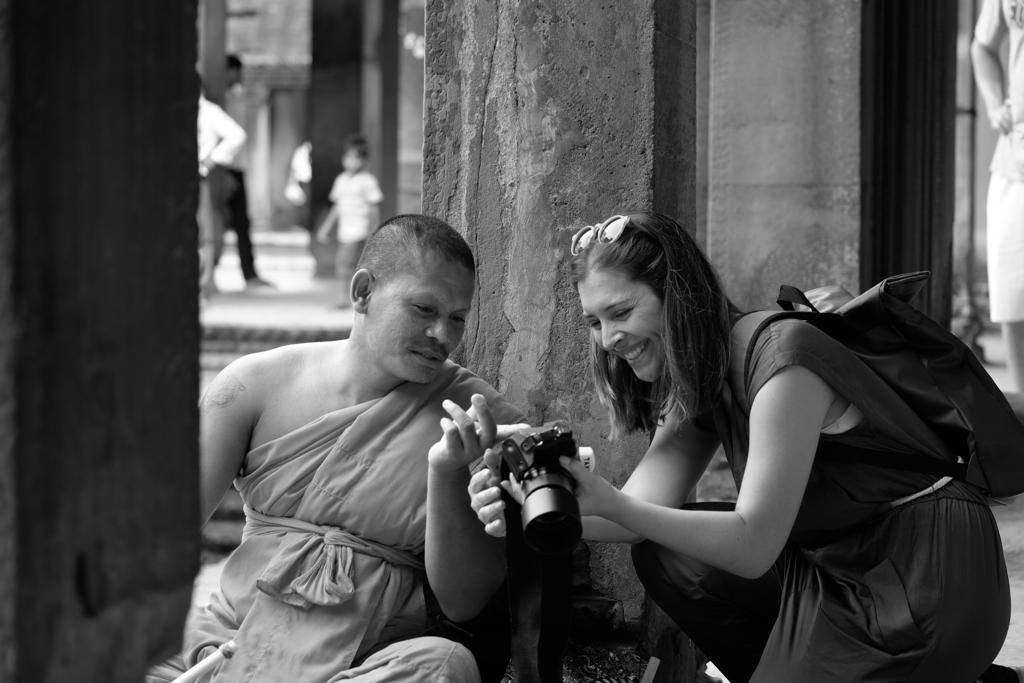 monge em angkor wat interessado em fotografia